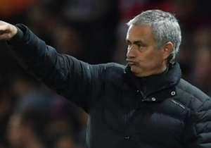 Büyük umutlarla transfer edilen Henrikh Mkhitaryan, Jose Mourinho'nun gözüne bir türlü giremiyor. Ancak Mkhitaryan, Mourinho ile aynı sorunu yaşayan ilk futbolcu değil...