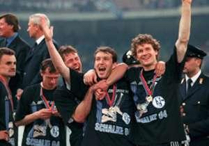 FC SCHALKE 1997 | Die Euro-Fighter sind Legenden in Gelsenkirchen, werden nie in Vergessenheit geraten. Ins Finale gegen Inter Mailand, gespickt mit Stars wie Javier Zanetti, Youri Djorkaeff oder Ivan Zamorano, ging S04 als Underdog. Doch nach dem 1:0-...