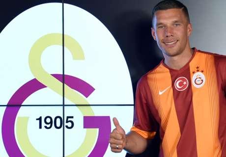 VIDEO: Podolski interviewt Tibor Pleiß