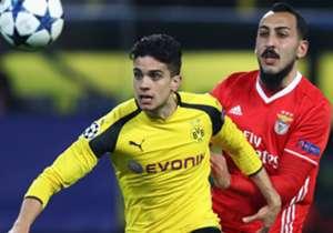 Le défenseur du Borussia Dortmund a fait l'objet de montages hilarants de la part d'internautes. Petit florilège.
