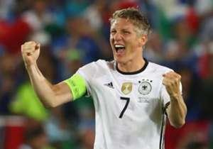 Bastian Schweinsteiger beendet das Kapitel Nationalmannschaft. Grund genug für Goal, die größten Momente seiner Karriere in der Galerie zu zeigen.