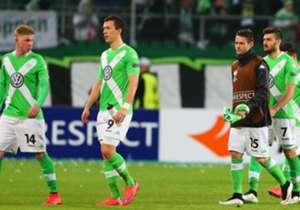 Wolfsburg wird vom SSC Neapel kalt erwischt und ist bereits so gut wie ausgeschieden. Sevilla dreht das Spiel, Florenz gleicht in letzter Sekunde aus - wir haben die Bilder zur Europa League!
