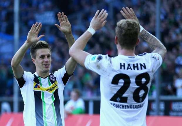 Patrick Herrmann und Andre Hahn freuen sich über den nächsten Sieg