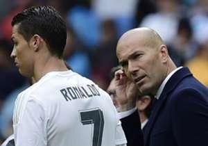 Cristiano Ronaldo (l.) wurde bereits dreimal mit dem Ballon d'Or ausgezeichnet