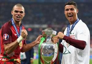Cristiano Ronaldo (r.) absolvierte bereits 133 Spiele für Portugal, Pepe (l.) 77