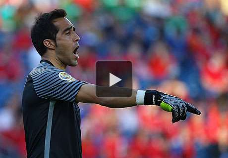 VIDEO: Chile-Keeper patzt zweimal
