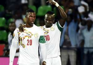 Sadio Mane (r.) erzielte gegen Simbabwe seinen zweiten Turnier-Treffer