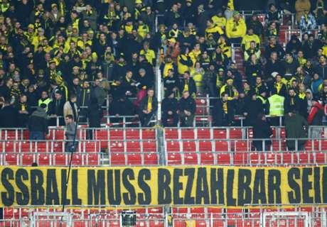VIDEO - Tifosi Borussia lanciano palline!