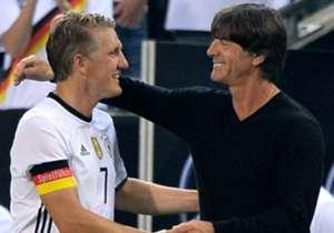 Bastian Schweinsteiger (l.) ist EM-Rekordnationalspieler der deutschen Nationalmannschaft
