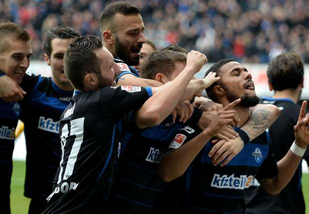 Elias Kachunga (r.) traf zur 1:0-Führung für Paderborn