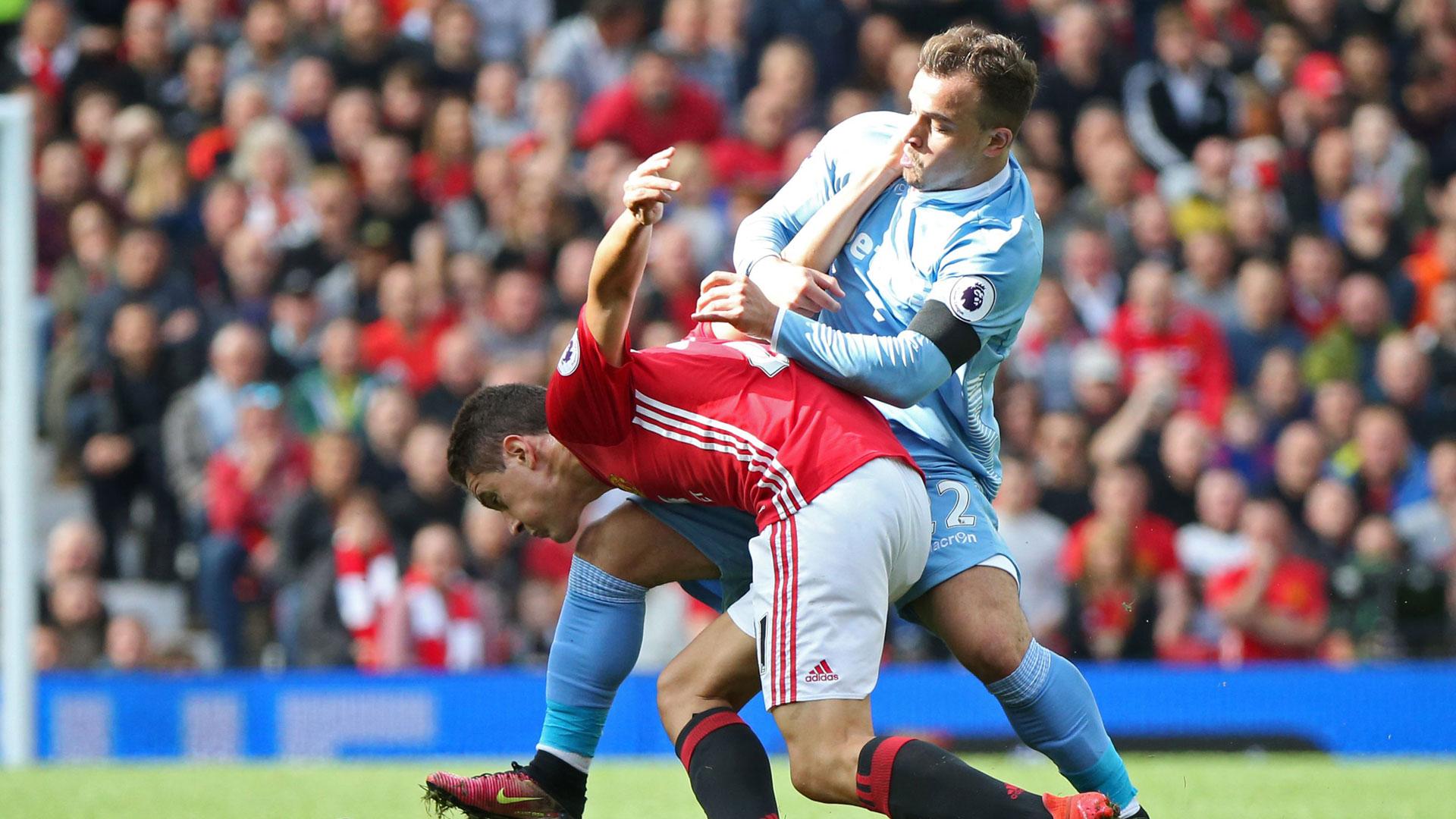 Premier, il Manchester di Mourinho spazza via Ranieri