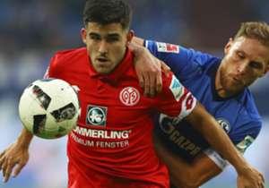 Die Bayern kommen wieder richtig in Fahrt - aber der Aufsteiger aus Leipzig bleibt am Rekordmeister dran. Während Wolfsburg und Dortmund schwächeln, setzt Schalke den Aufwärtstrend mit einem klaren Heimsieg fort. Hier kommen die Bilder des Spieltags.