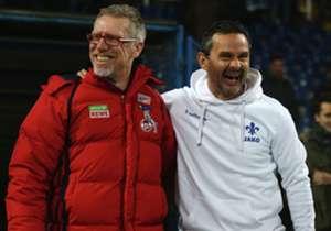 Peter Stöger und Dirk Schuster (r).: Freundschaftliche Geste vor dem Spiel