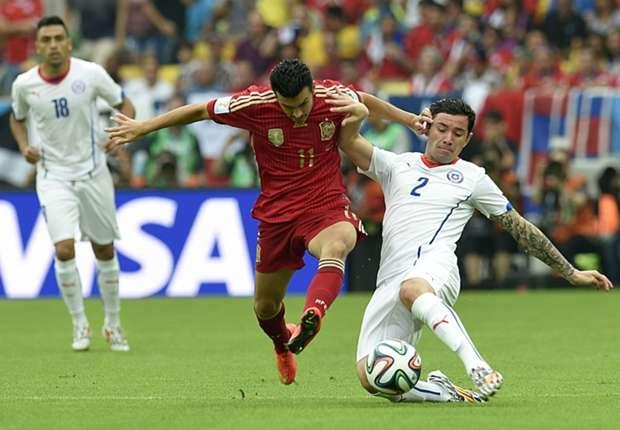 Pedro ante la marca de Eugenio Mena. Uno ya pasó de ronda, el otro se vuelve a casa.
