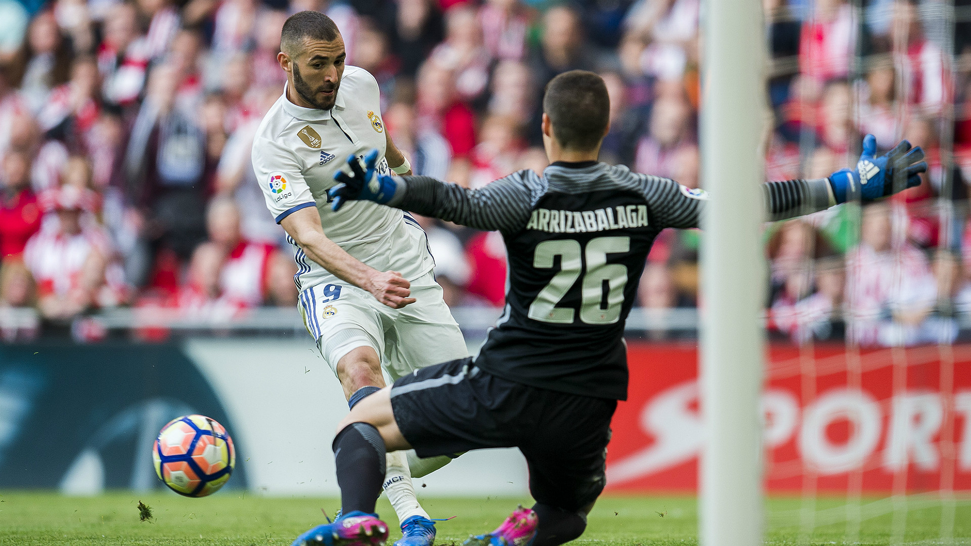 Karim Benzema Kepa Arrizabalaga Athletic Bilbao Real Madrid