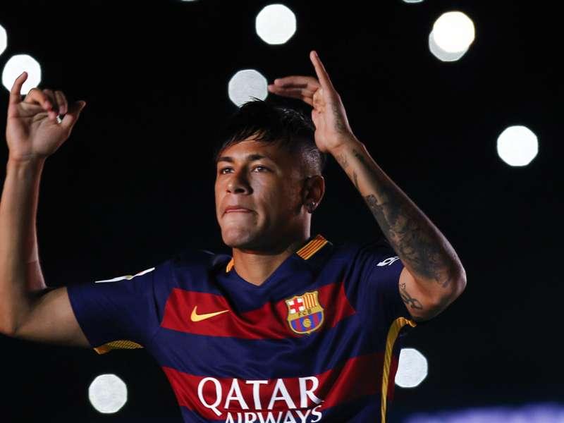"""Quero seguir no Barcelona"", avisa Neymar"