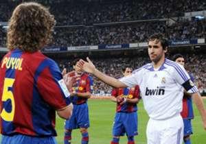 "<span style=""font-size: large;"">2008 | ريال مدريد 4-1 برشلونة | الليجا | أكثر شيء سيتذكره الجمهور من هذه المُباراة هو «الباسيّو» أو الممر الشرفي الذي قام به لاعبو برشلونة للاعبي ريال مدريد، والذي كان ذا وقع كبير على أطوار اللقاء. لاعبو البر..."