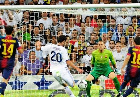 Higuaín desaparece ante el Barça