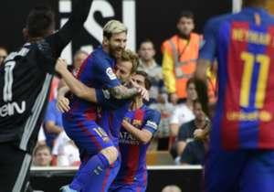 14) Valencia 2 x 3 Barcelona l La Liga l 22/10/2016 l Aos 22 minutos do primeiro tempo, Messi abriu o placar com chute rasteiro.