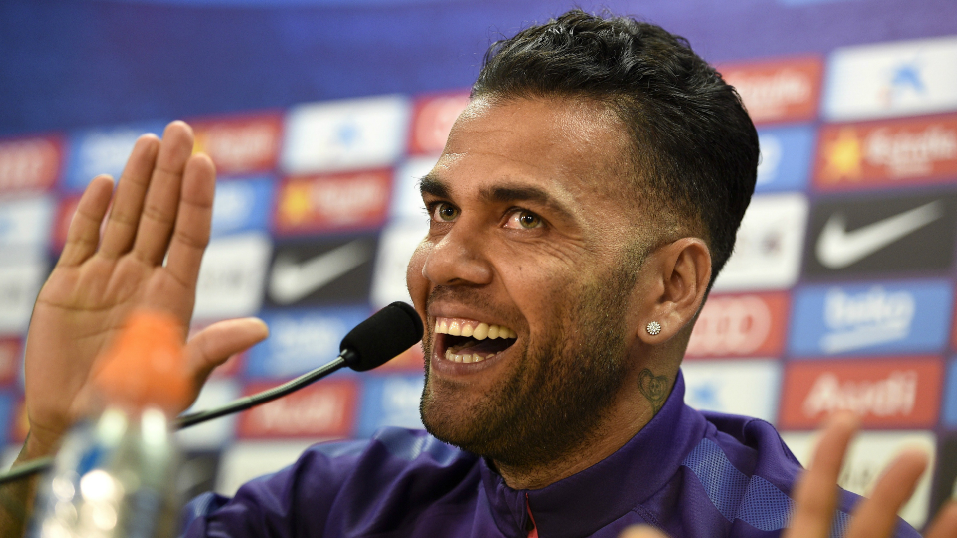 Dani Alves would have a new contract at Barcelona if I was ... |Dani Alves Haircut