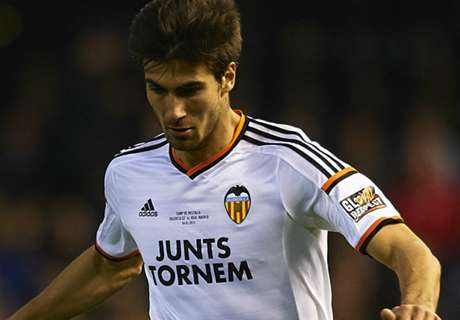 Valencia complete Andre Gomes signing