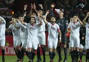 La victoria frente al Real Madrid volvió a poner en el centro de todas las miradas a los futbolistas del Sevilla, que tendrán muchas 'novias' el próximo verano. Repasamos los jugadores que podrían abandonar el Sánchez-Pizjuán para reforzar a otros gran...