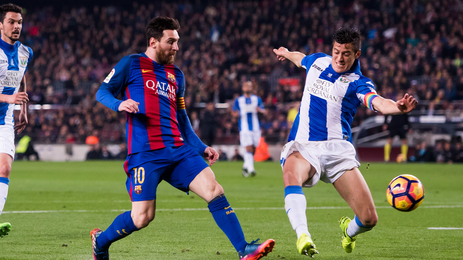 Messi penalty rescues Barcelona