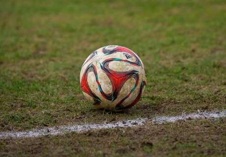 VÍDEO: El árbitro pita el final cuando van a marcar