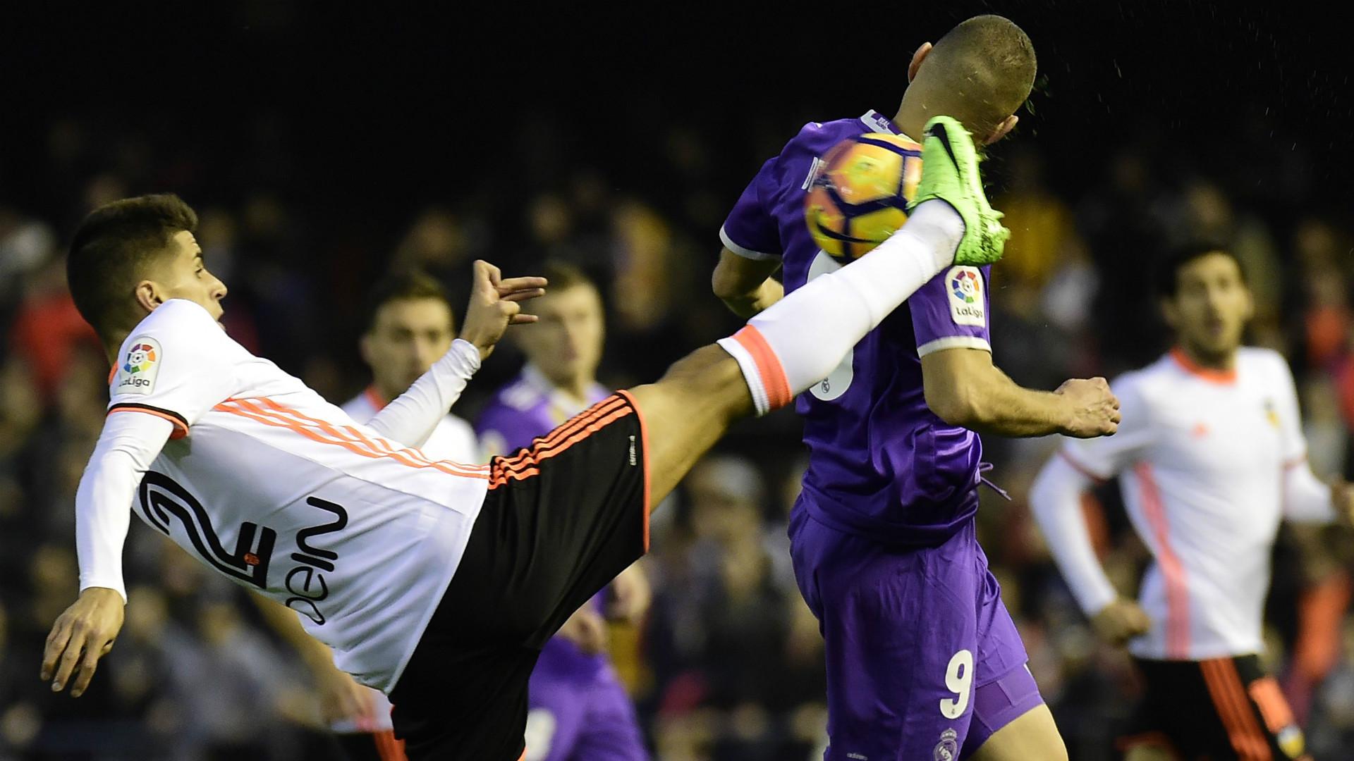 Joao Cancelo Karim Benzema Valencia Real Madrid LaLiga