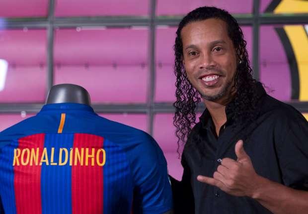 رونالدينيو في تدريبات برشلونة قبل نهائي كأس الملك -