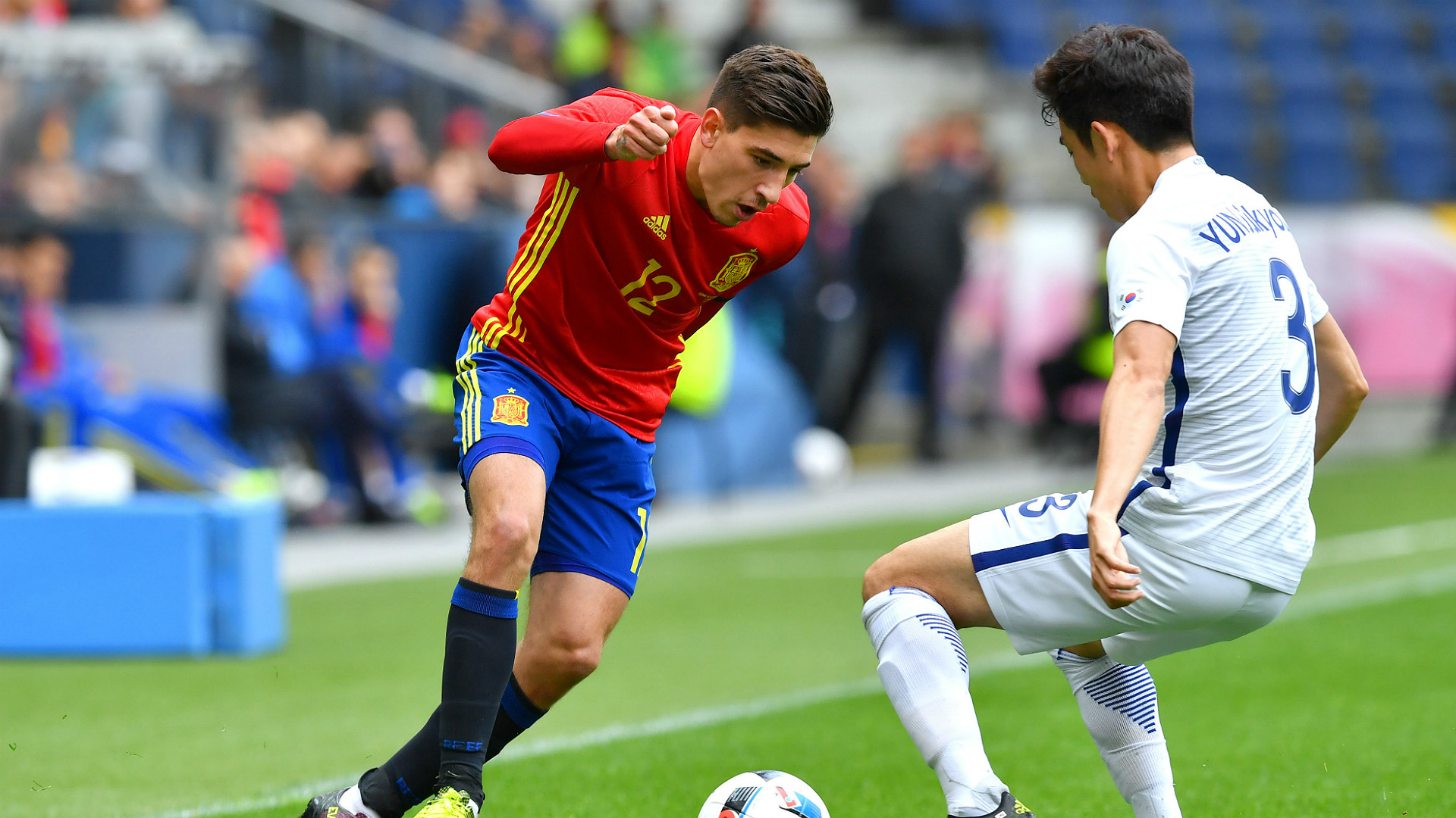 Arsenal's Nacho Monreal expects Hector Bellerin to stay despite Barcelona transfer interest