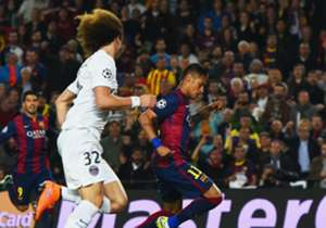 David Luiz sigue de cerca a Neymar, pero no lo alcanza