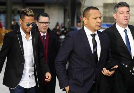 Neymar comemora vitória sobre MPF