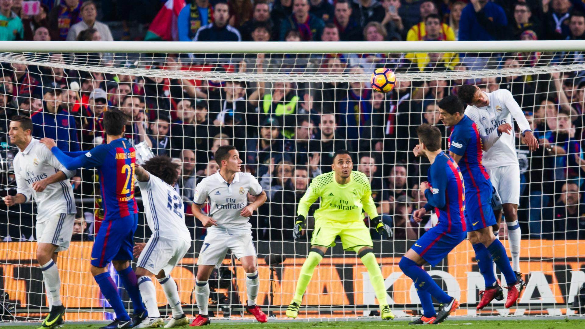 Barcelona y Real Madrid guardan minuto de silencio por Chapecoense