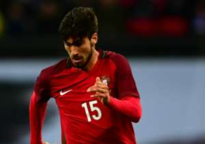 Andre Gomes had appeared close to joining Real Madrid, but opted on a move to Barcelona instead and here, Goal looks at some similar cases involving Spain's two biggest teams...