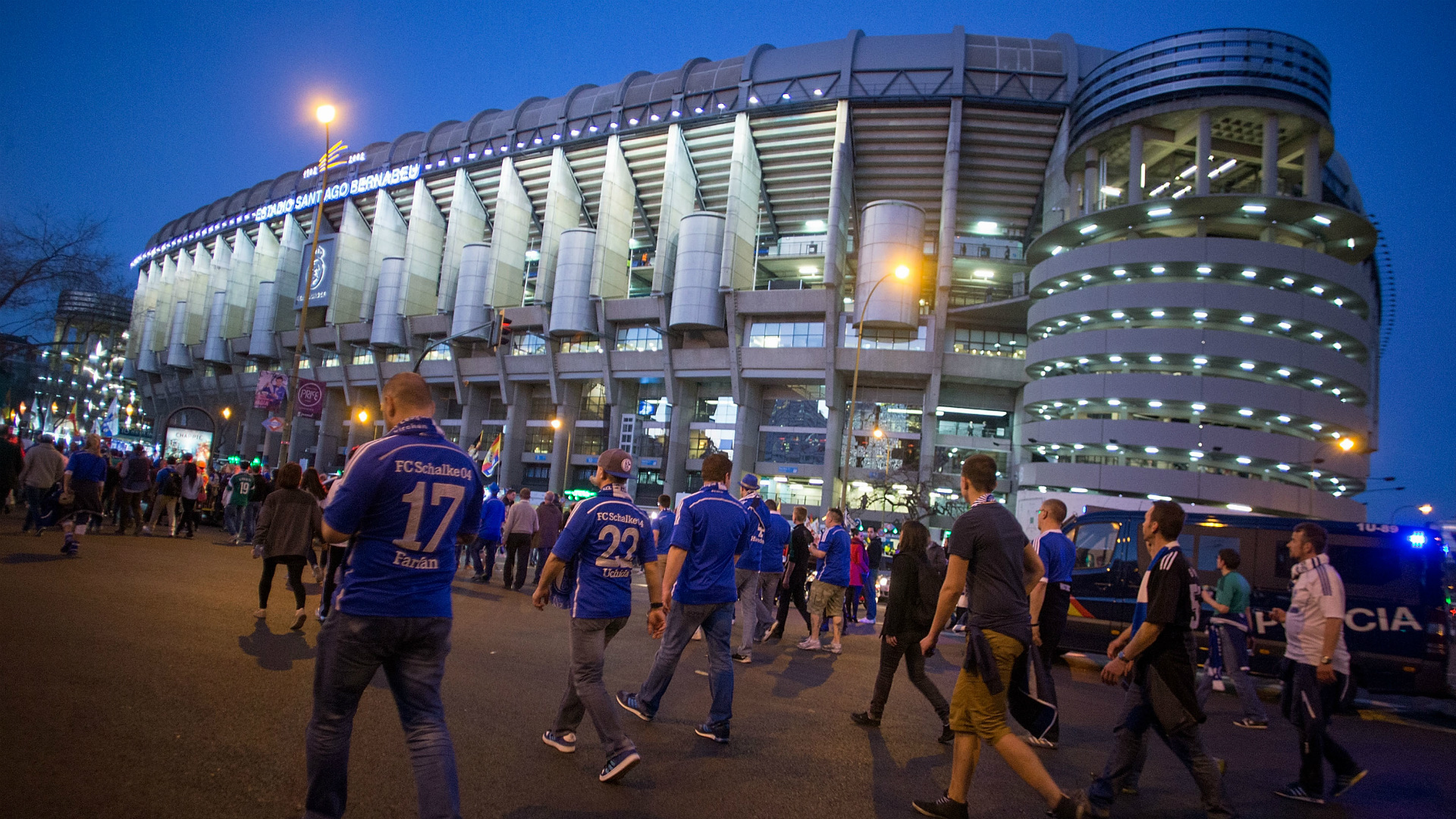 fans real madrid schalke 04 uefa champions league 03102015