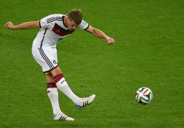 Karl-Heinz Rummenigge desea mucha suerte a Toni Kroos en el Real Madrid