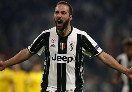 Higuain helps Juventus seal top spot