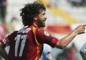 DAMIANO TOMMASI (42) - Anche lui ha giocato al fianco di Totti e vinto uno Scudetto al fianco del capitano giallorosso. Si era ritirato, ma è tornato per giocare l'Europa insieme a Selva al La Fiorita.