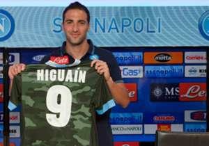 1 agosto 2013 - La presentazione di Higuain come nuovo attaccante del Napoli