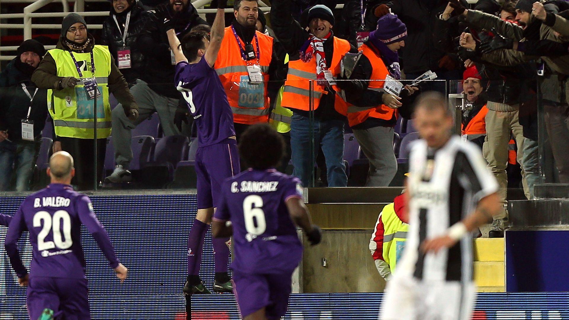 Kalinic esulta dopo l'1-0 contro la Juventus (la partita finirà 2-1 per i viola): a proposito di emozioni ipocrite