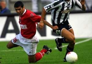 ALI SAMEREH - Arrivato al Perugia di Gaucci nell'estate del 2001 grazie all'intermediazione di un commerciante di tappeti, l'Inzaghi persiano' diventa il primo calciatore di nazionalità iraniana a calcare i campi della Serie A. Ma l'investimento non fu...
