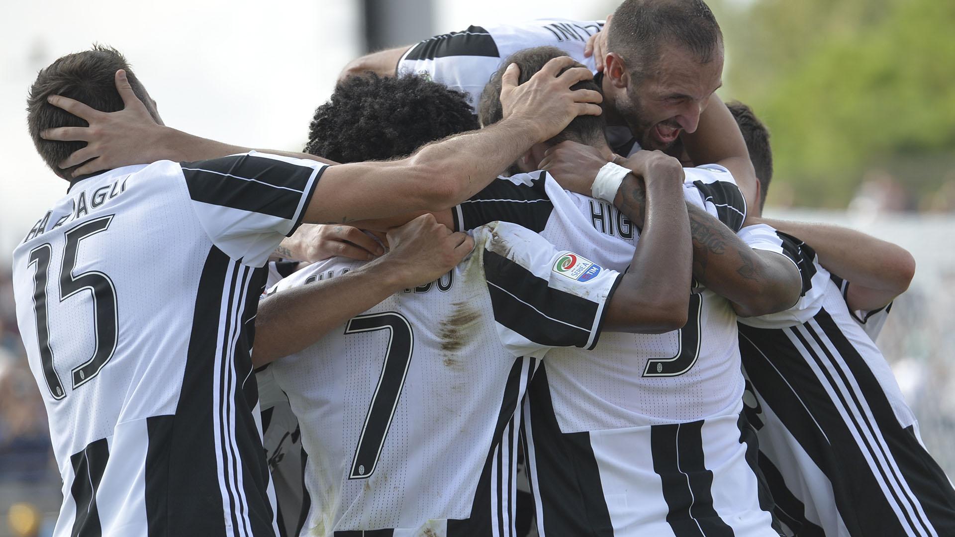 Higuain scores 2 as Juventus beats Empoli 3-0, Napoli loses