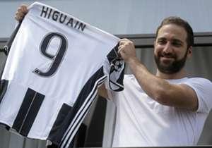 Higuain con la 9 della Juventus
