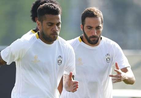 Play, Dani Alves e Higuain: i tre nodi Juve