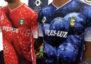 La maglia del Pinzón è la più brutta della storia? A voi il responso dopo aver osservato le altre...
