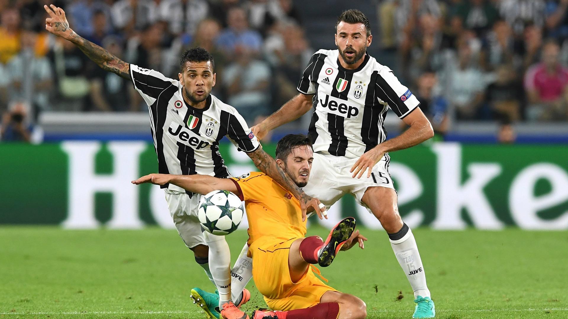 Juventus, trauma contusivo alla coscia per Dani Alves: il report medico