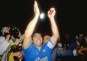 1. DIEGO MARADONA | 1984-91 | O melhor jogador de todos os tempos e dono da 10. É recordista de gols no clube e lenda em Nápoles. Apenas Maradona.