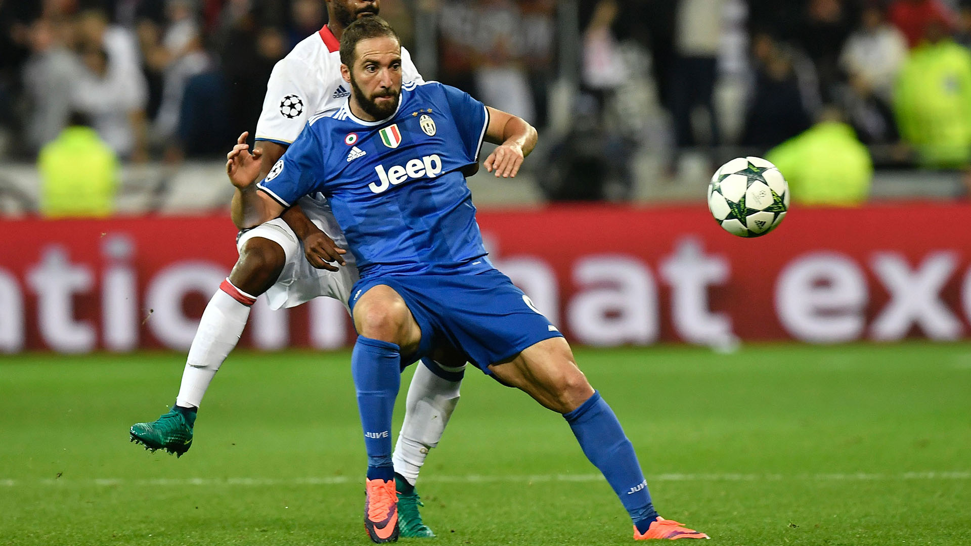 Juventus HD in grigio Higuain e Dybala stentano in Europa