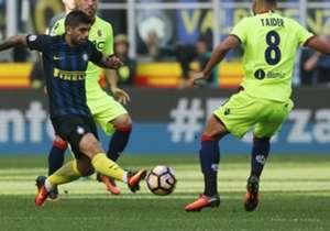 ÉVER BANEGA | INTER | Después de perderse el partido contra Empoli a mitad de semana por la roja que había sufrido contra Juventus, el rosarino fue titular en el 1-1 frente a Bologna y no tuvo un buen partido: salió reemplazado a los 20 minutos del seg...